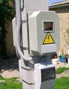 Где должен быть электросчетчик в частном доме