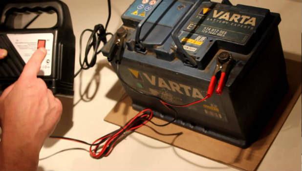 Напряжение аккумулятора автомобиля при работающем двигателе какое должно быть и как проверить