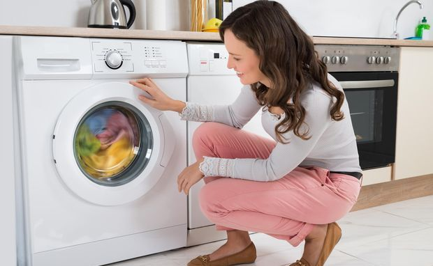 Загрузка стиральной машинки