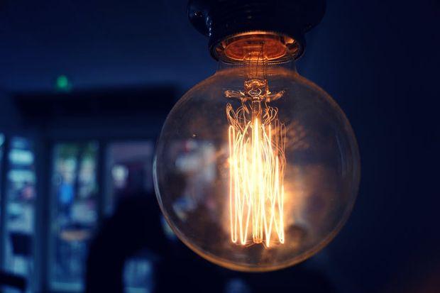 Горящая лампочка
